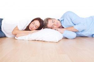 Kann man auch auf dem Boden gesund schlafen?
